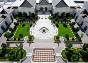 grand-america-hotel-court-yard
